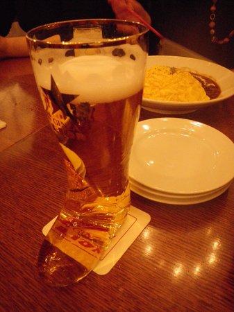 Beer Hall Lion Ginza 5Chome: ブーツグラスのビールは外せない