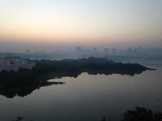 Renaissance Mumbai Convention Centre Hotel : Powai lake sunrise