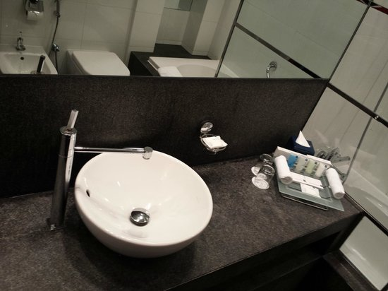 Villa Rotana - Dubai: Bathroom