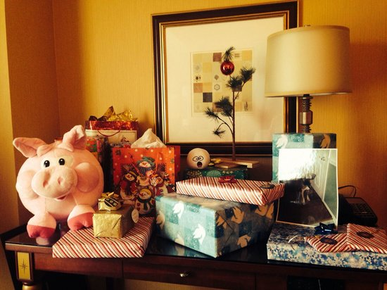 Kimpton Hotel Marlowe: Our little Christmas set-up in the room!
