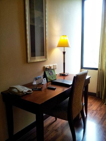 Country Inn & Suites By Carlson, Jalandhar: Study Table