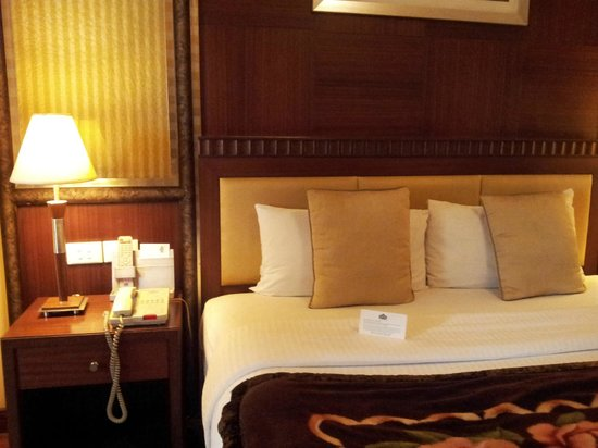 Country Inn & Suites By Carlson, Jalandhar: Cozy Bed