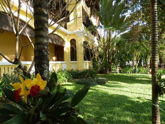 Victoria Angkor Resort & Spa: front facade