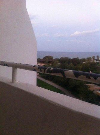Sahara Beach Aquapark Resort: Paint peeling off the railings