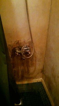 Riad Massin : état salle d'eau sur palier