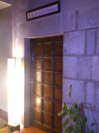 RV Hotel Palau Lo Mirador: Puerta de entrada Habitación Guillem de Montgrí