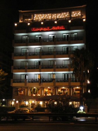 Coral Hotel Athens: Night view of Coral Hotel from across the street