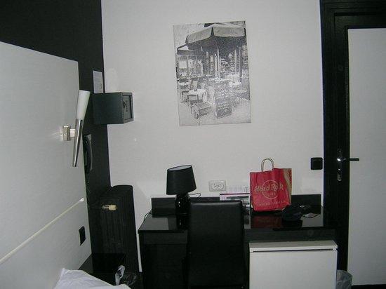 Hotel de l'Exposition - Republique: stanza
