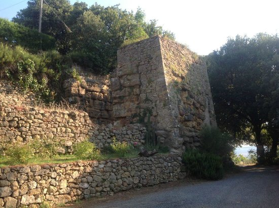 The Etruscan Porta Diana, and the entrance to Il Portone.