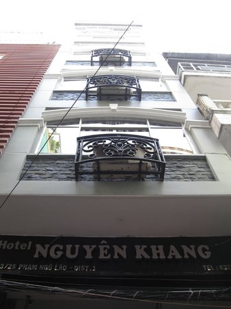 Nguyen Khang Hotel: The front of the hotel