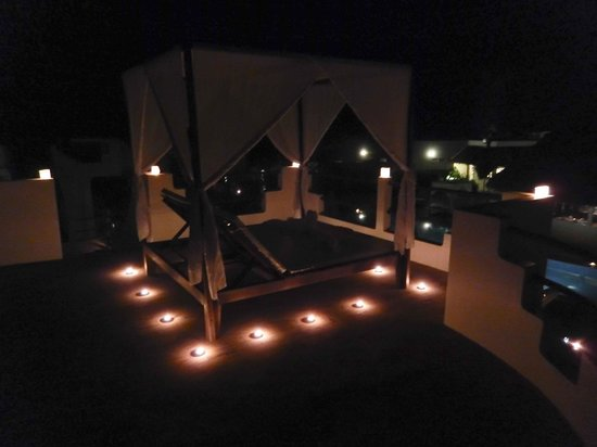 Navutu Dreams Resort & Wellness Retreat: Rooftop at night