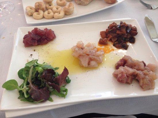 Sala Bolognese, Italia: Crudita di tonno,cernia e spada