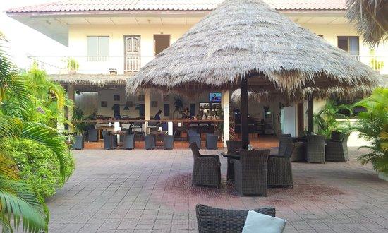 Beach Club Resort: Bar area