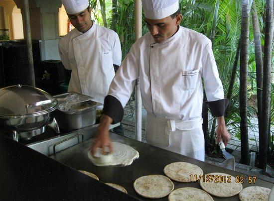 Taj Exotica Goa: Live egg/dosa station in hotel.