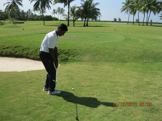 Taj Exotica Goa: Johnson the golf pro/coach.