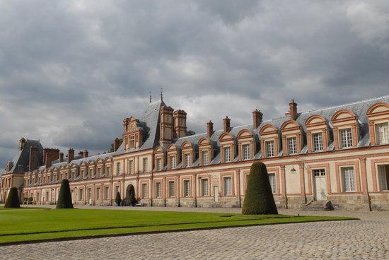 Hotel de Londres: Château de Fontainbleau l'aile Renaissance