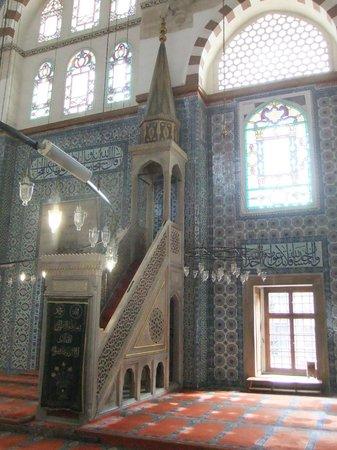 Mezquita de Rüstem Paşa: minbar