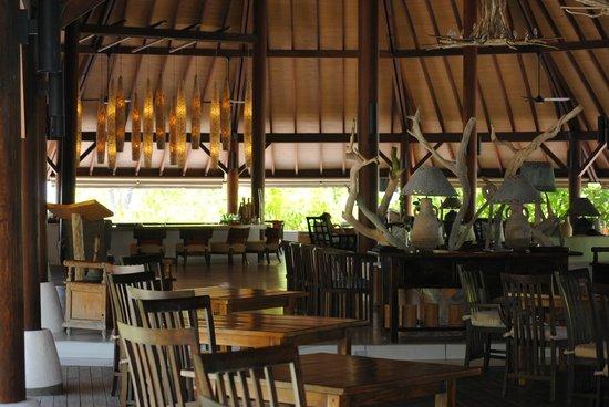 Denis Private Island Seychelles: Die Lobby mit Blick zur Bar
