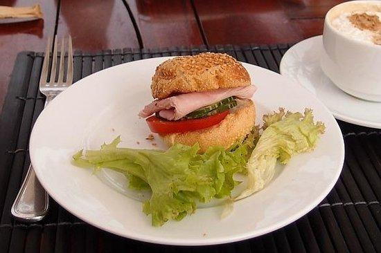 Victoria Hoi An Beach Resort & Spa: breakfast DIY