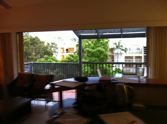 Mantra French Quarter Resort : View from lounge / kitchen to Hastings Street (Standard Apartment)