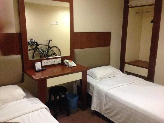 Fenix Inn: The room is simple, clean and adequate