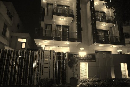 INDIYAAH INN IS LOCATED NEXT TO SIKANDARPUR METRO STATION VERY CLOSE TO CYBER CITY , DLF PHASE -