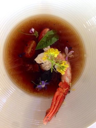 Oep ve Koep bistro : rooibos tea and tomato consommé with West Coast rock lobster and basil
