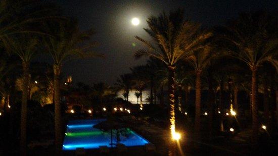 Tamra Beach : luna sul mare