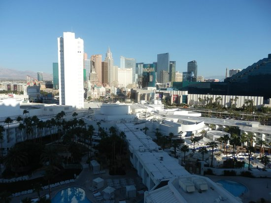 Tropicana Las Vegas - A DoubleTree by Hilton Hotel : looking out to the strip from window of room