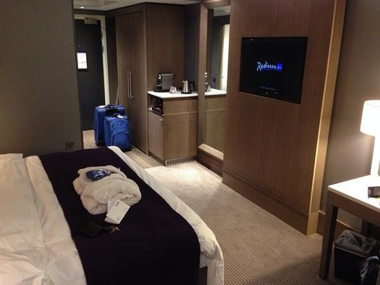 Radisson Blu Hotel, Manchester Airport: business room