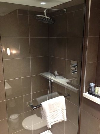 Radisson Blu Hotel, Manchester Airport: Large luxurious bathroom