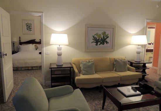 Belmond Copacabana Palace: Sala e acesso ao Quarto
