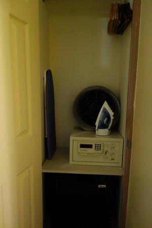 Chelsea Pines Inn: Room4