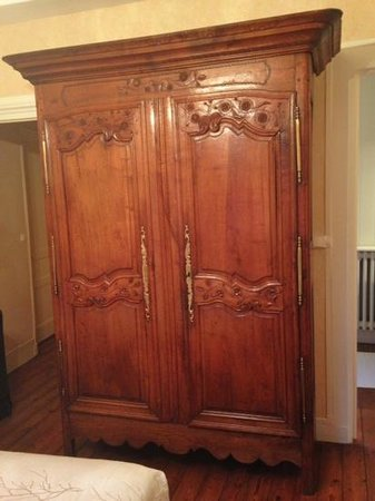 La Tour Louise : a gorgeous antique wardrobe