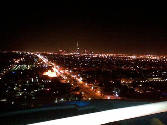 Jumeirah Beach Hotel: View from the Uptown Bar on 24th Floor.