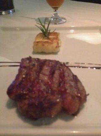 Mahalo: beef passion com prensado de madioca e queijo coalho
