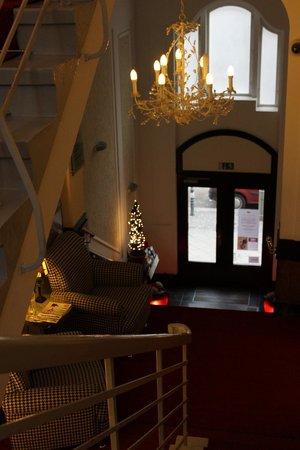 Augusta Hotel: Stairs