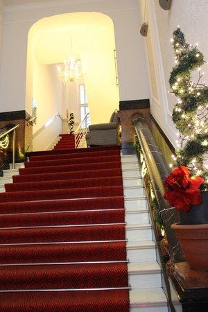 Augusta Hotel: Enter