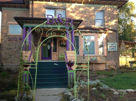 The Appleton Inn : the porch