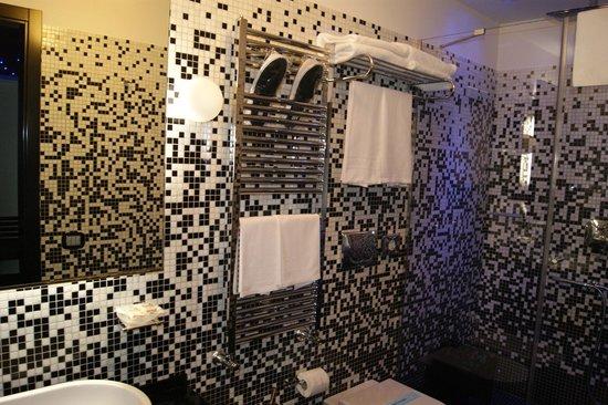 JC Contemporary Hotel : bagno