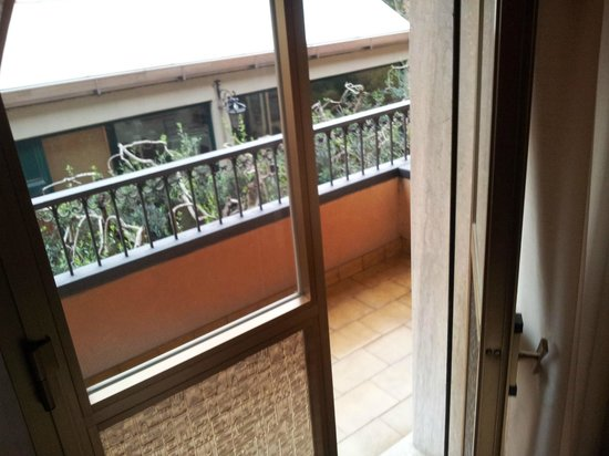 Villa delle Rose: finestra e balconcino