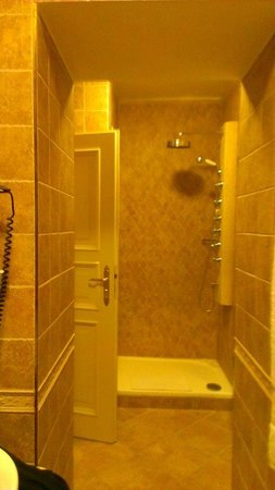 Hotel General: Bathroom