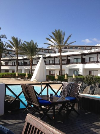 Hesperia Lanzarote : Sitting at one of the pool bars and looking up at our room