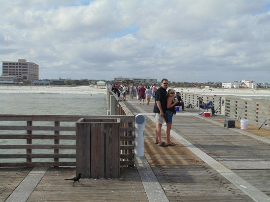 Jacksonville Beach : Looking back towards the beach from the end of the pier