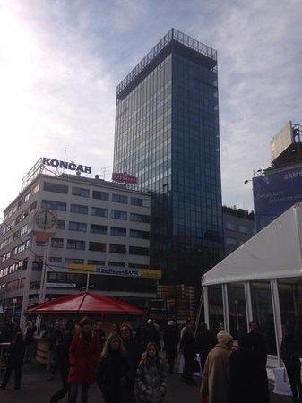 Zagreb Eye : de toren rechts in beeld