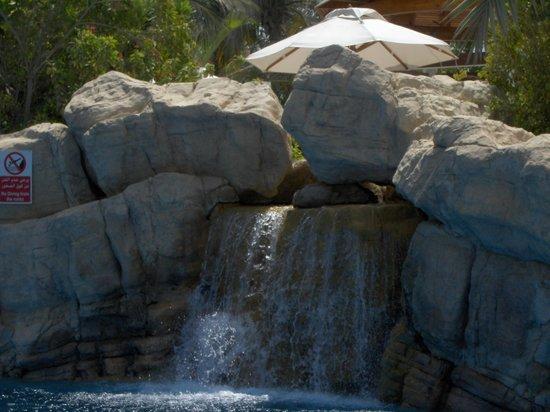 Jumeirah Beach Hotel: Ο καταρράκτης της πισίνας.