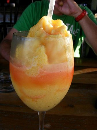 Oar House Bar & Grill : Smoothie a l'ananas - Pineapple smoothie