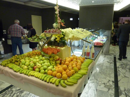 Gloria Palace San Agustín Thalasso & Hotel: Buffet mit Süßspeisen und Obst