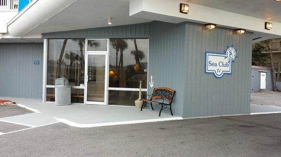 Sea Club IV: Entrance