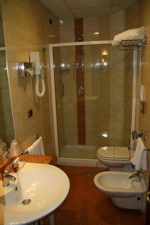 Hotel Magri's: ванна